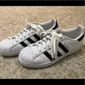 Adidas superstar black/white sneakers 👟